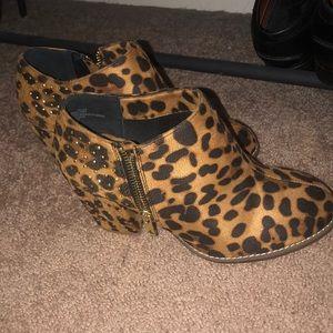 Leopard print Booties 6.5